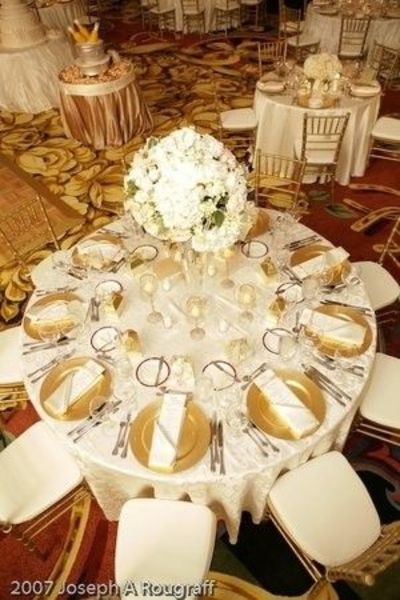Gold Chargers Amp Ivory Linen Wedding Ideas Juxtapost