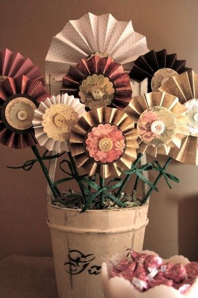 Fun paper flowers!! #paperflower #diy