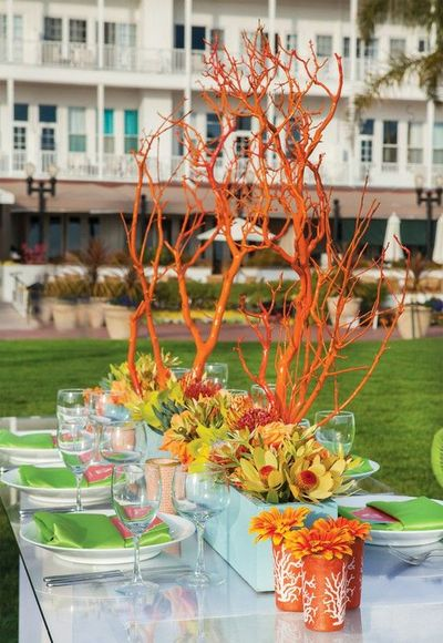 Spray painted orange branches for centerpieces wedding for Decoration theme jardin