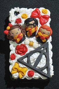 harry potter cake deathly hallows... my bday is in May! Anyone?