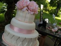 Wedding cake white and pink flowers