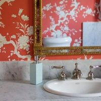 love this wallpaper paired with the gold mirror