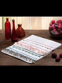 FREE Pink Hand Towel in Tecido Tricô with cross stitch embroidery pattern