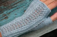 Ravelry: Mica Mitts pattern by Laura Nelkin