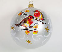 This vintage style Christmas ball ornament is 3.74'' (95mm) in diameter and made of hand blown glass. It has two birds sitting on snowy branches. It is hand painted by a skilled artist and will be a beautiful addition to your Christmas...