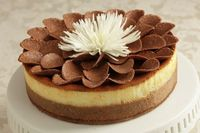 Decorate a cheesecake easily and quickly for a gorgeous presentation. #shavuot #dairy