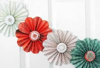 paper flower garland, but more geometric, less flower