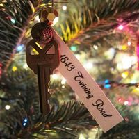 An ornament to remind you of each home you have lived in. I'm in love with this idea!!