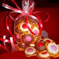 Easy Chocolate Pretzel Buttons! Can substitute pastels for Easter!